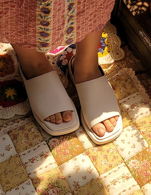 simple square slipper (3 colors)